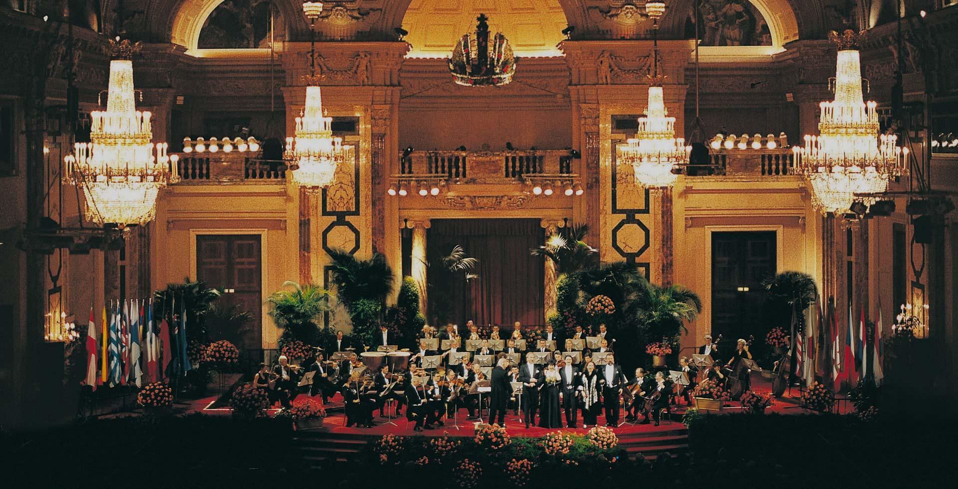 Wiener Hofburg-Orchester beim Weihnachtskonzert im Festsaal der Hofburg Wien