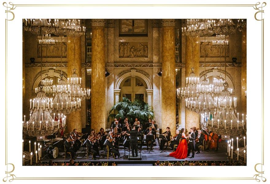 Wiener Hofburg-Orchester beim klassischen Konzert im Zeremoniensaal der Hofburg Wien
