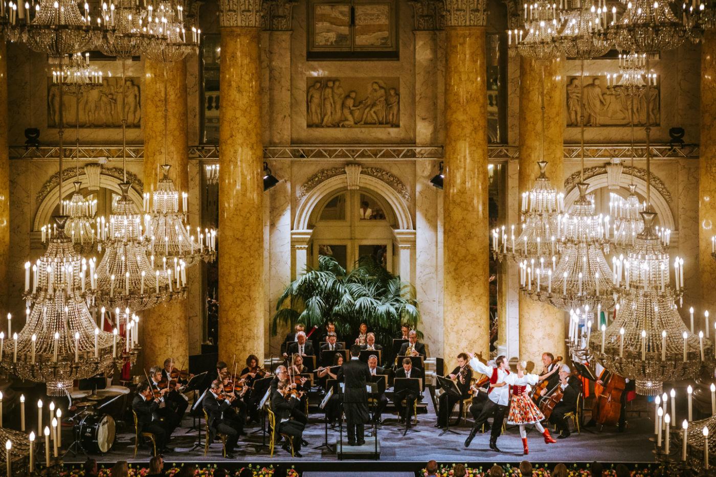 Wiener Hofburg-Orchester bei einem klassischen Konzert mit Ballett im Zeremoniensaal der Hofburg Wien