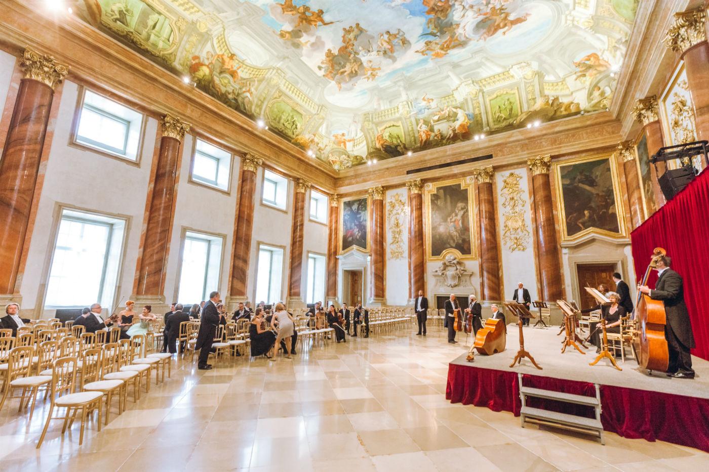 Wiener Hofburg-Orchester beim Neujahrskonzert im Herkulessaal des Palais Liechtenstein