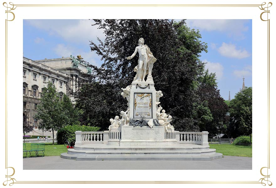 Mozart-Denkmal am Josefsplatz in Wien