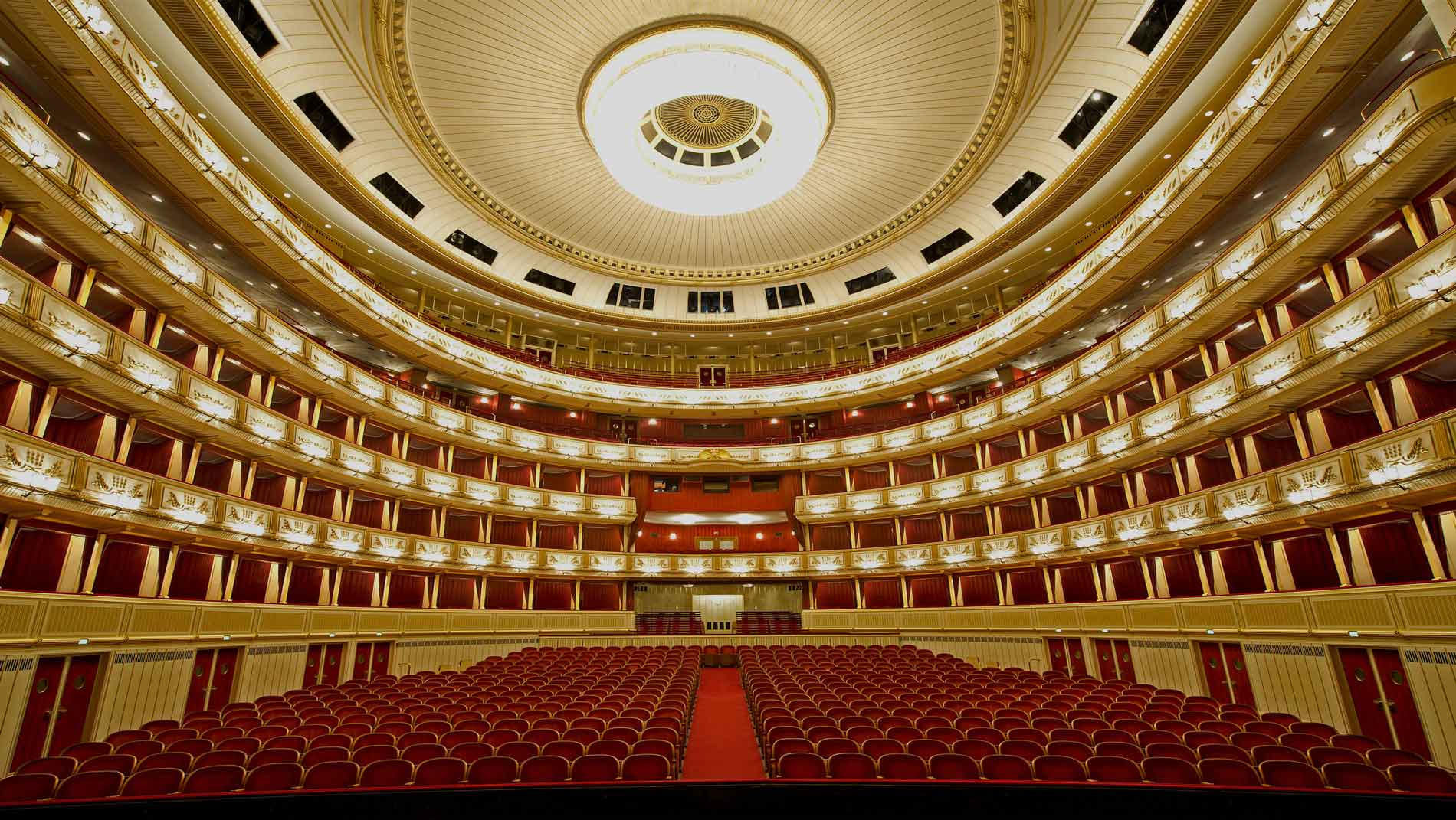 Staatsoper Wien Zuschauerraum in rot und gold