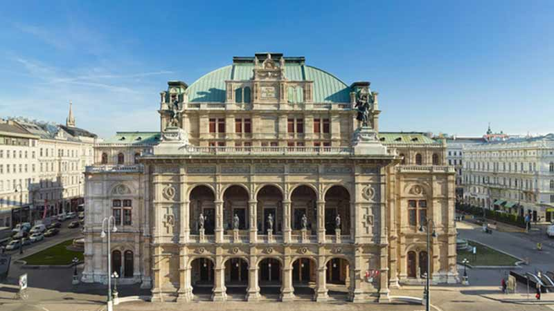 Front view at the Vienna State Opera